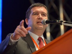 Hamáček: ČSSD chce navrhnout uzavření méně důležitých podniků
