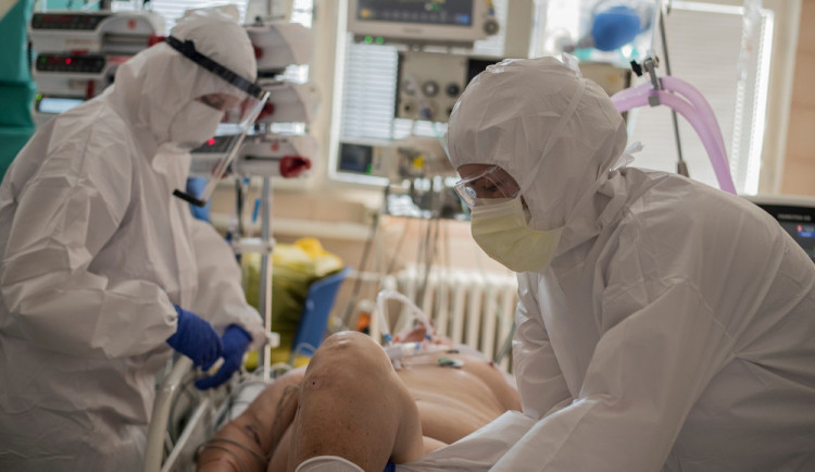 Nemocnice jsou na hraně, Polsko avizovalo svou připravenost pomoci