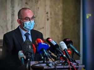 Blatný rezignuje, pokud při Úřadu vlády bude paralelní ministr