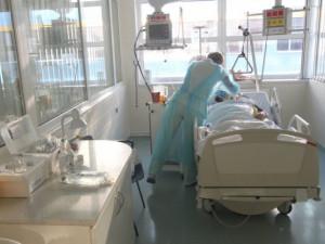 Ode dneška platí pracovní povinnost části studentů v nemocnicích
