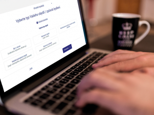 Opozice kritizuje selhání sčítání lidu, připomíná e-shop se známkami