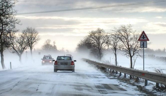 Do Česka se vrátila zima, na silnice znovu vyrazily sypače
