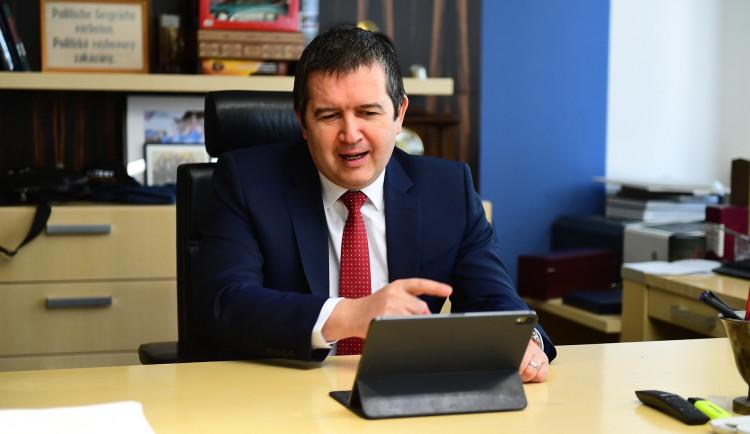 Hamáček obhájil funkci předsedy ČSSD, na sjezdu uspěl hned v prvním kole