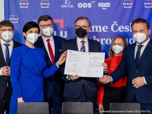 Předsedové ODS, KDU-ČSL a TOP 09 podepsali koaliční smlouvu