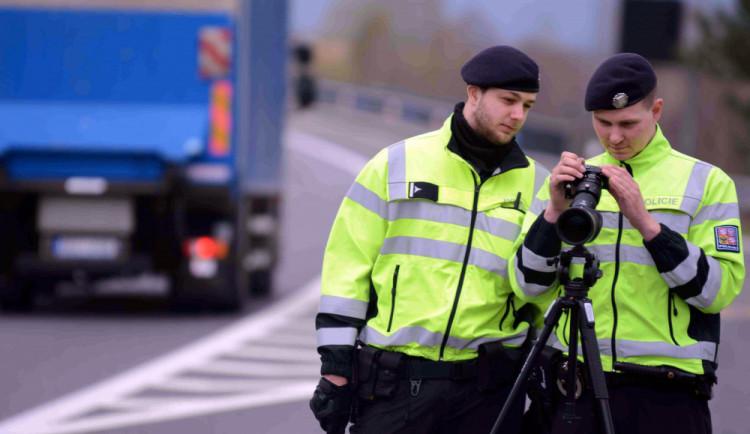 Policie bude dnes na stovkách míst v ČR měřit rychlost aut