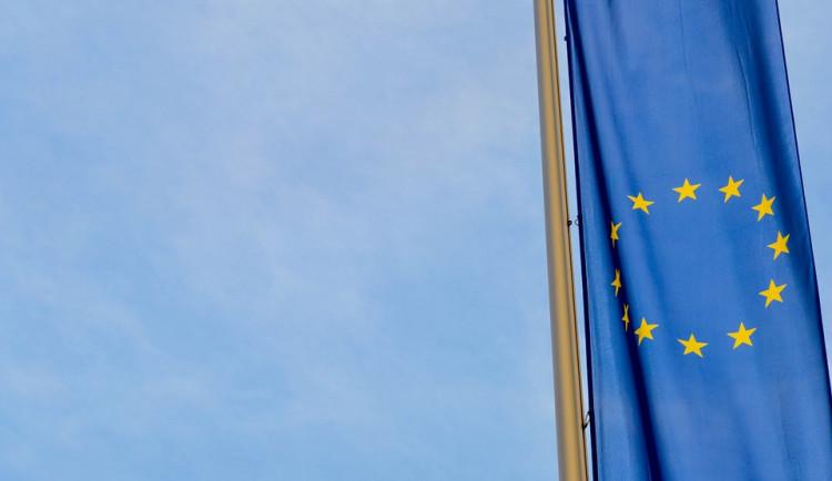 Země Evropské unie musí společně odpovědět na Vrbětice, vyzvali šéfové skupin v EP