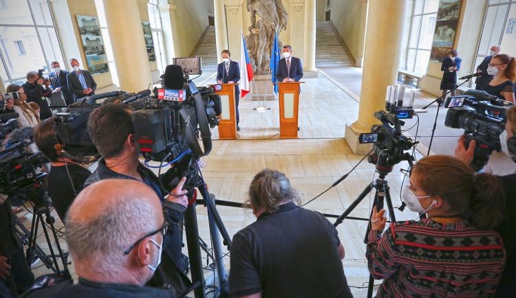 Na české i ruské ambasádě zůstane po sedmi diplomatech