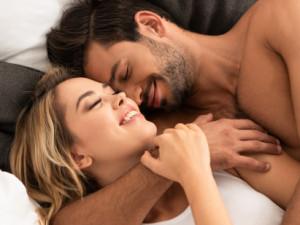 Pandemii si zpříjemňujeme experimentováním s erotickými hračkami i afrodiziaky. Které zkusit?
