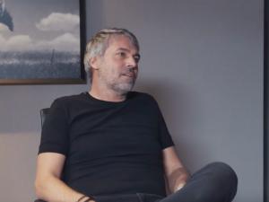 Kellner na videu: Češi jsou závistiví. Koho nebaví práce, ať jde do mekáče