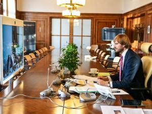 Arenberger rezignuje na pozici ministra, nahradí ho jeden z předchůdců Vojtěch