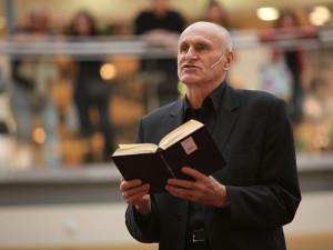 Knihu roku napsal Martin Hilský. Porota ocenila jeho dílo o Shakespearově Anglii