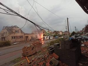 Jižní Moravu zasáhlo tornádo. Bouřky si podle záchranářů vyžádaly i oběti na životech