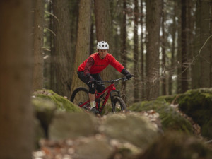 Cyklista bez přilby hazarduje se životem