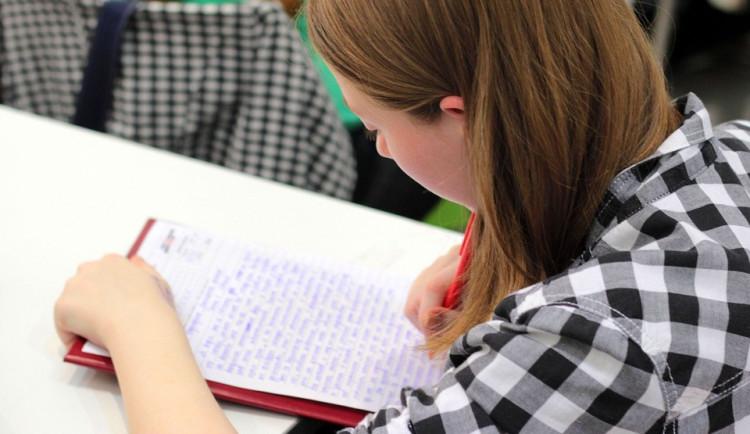 Pro maturanty dnes začíná mimořádný termín didaktických testů