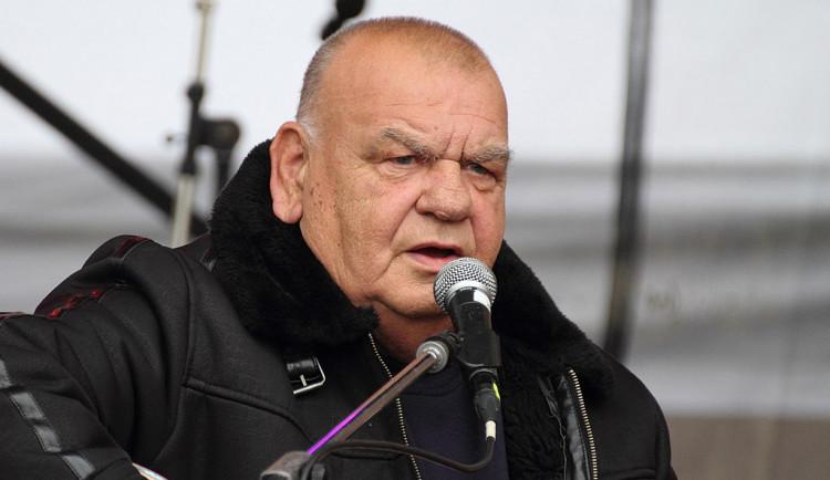 Zemřel folkový písničkář František Nedvěd, bylo mu 73 let