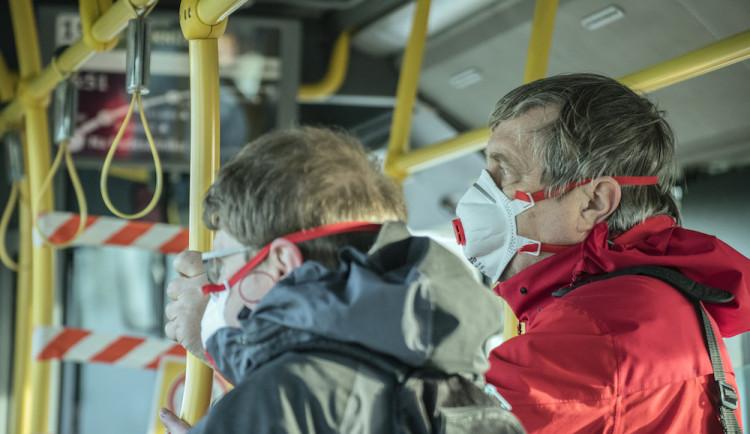 Soud s třídenním odkladem zrušil opatření o ochraně dýchacích cest