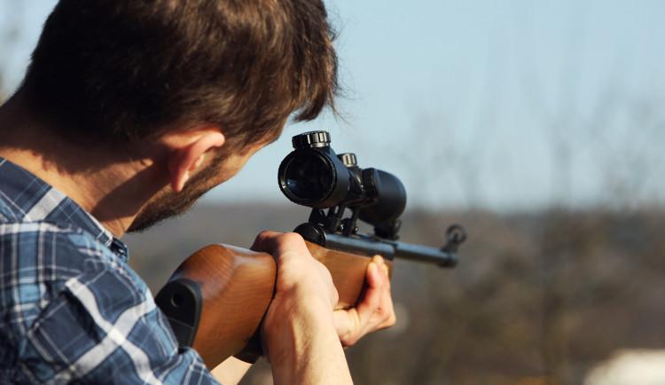 Právo bránit sebe i jiné se zbraní bude v Česku ústavně zakotveno