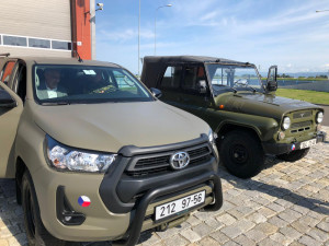 Vojáci si ve Štěpánově převzali první terénní Toyoty Hilux. Nahradí muzejní vozy UAZ