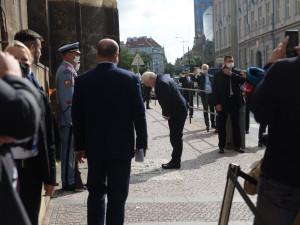Steinmeier jako první německý prezident uctil památku výsadkářů