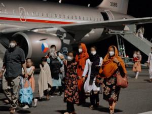 Spolek: Několika Afgháncům s vazbami na Česko se zemi nepodařilo opustit