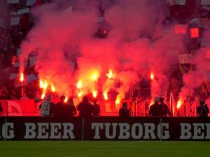 Za používání pyrotechniky na stadionech bude hrozit pokuta i zákaz vstupu
