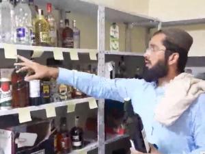Tálibánci našli zásoby alkoholu na českém velvyslanectví. Jde o standardní výbavu úřadu, vysvětluje ministerstvo
