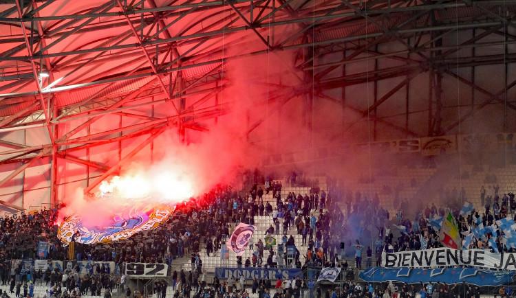 Pokuta i zákaz vstupu na stadion? Tresty za pyrotechniku v ochozech padají v celé Evropě