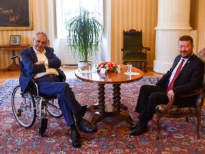 Prezident Zeman byl propuštěn z nemocnice, strávil v ní osm nocí