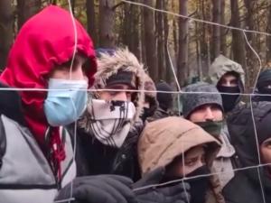 Polští poslanci schválili vybudování zdi na hranici s Běloruskem