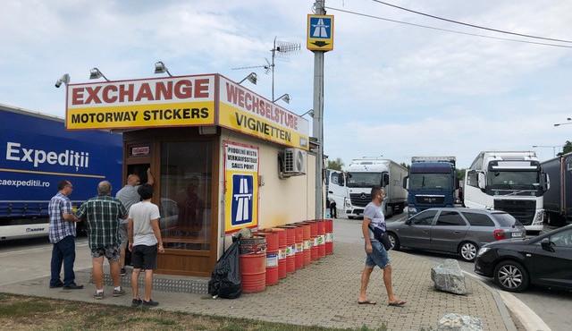 Prodej dálničních známek na hraničním přechodu využívá neznalosti cizinců. Nejsme žádní podvodníci, brání se společnost